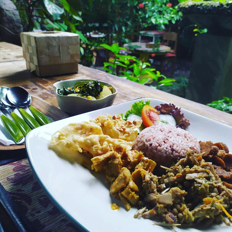 This image has an empty alt attribute; its file name is Nasi-campur-Tasty-Vegan.jpg